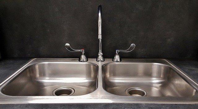 déboucher lavabo facilement sans matériel
